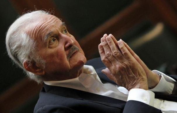 El escritor Carlos Fuentes recibe la máxima distinción de la ciudad de París