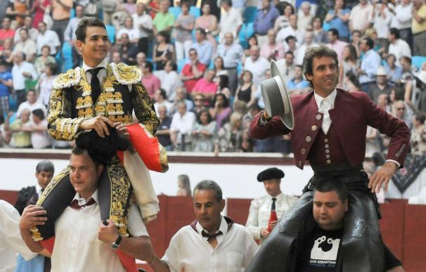 Manzanares y Mendoza salen a hombros de la primera tarde de la Feria de San Juan en León