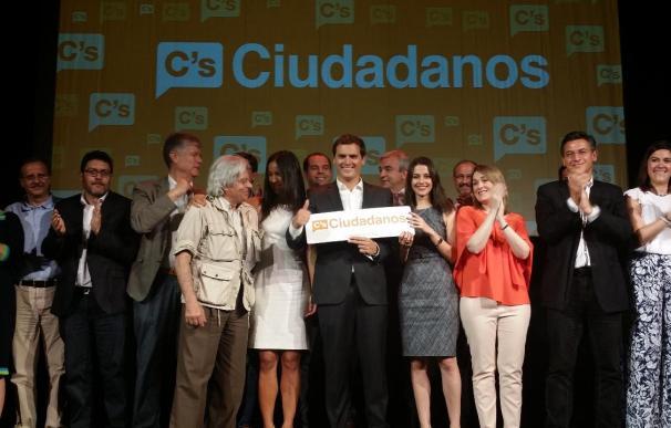 """Arrimadas afirma que Ciudadanos defenderá la unión con España y a la vez hará """"reivindicaciones legítimas"""" para Cataluña"""