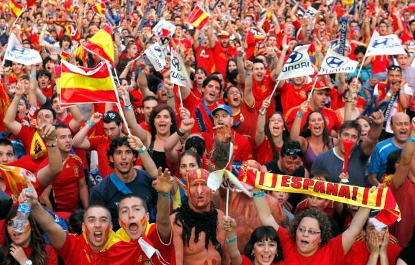 """La """"Marea Roja"""" invade Madrid para aupar a España a cuartos"""