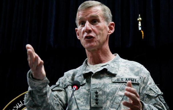 McChrystal critica a Irán por entrenar y armar a los talibanes afganos