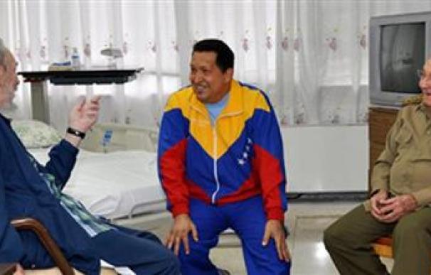 Venezuela dice que Chávez mejora y que volvería el 5 de julio