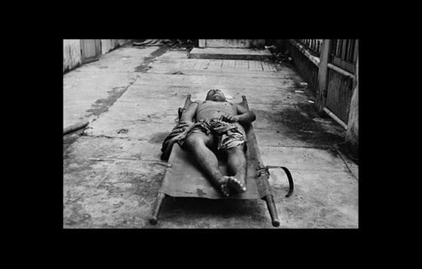 El cadaver de un preso de la prisión S-21