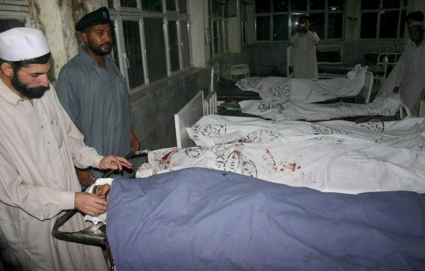 La policía rebaja a cinco el número de víctimas en el ataque contra un hospital de Lahore