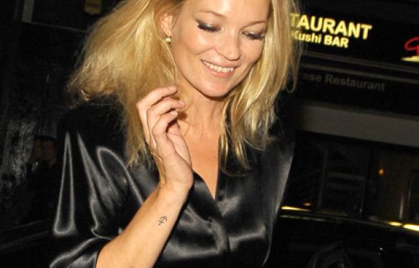 Kate Moss pierde su anillo de compromiso de 15.000 euros