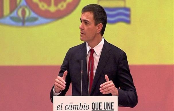 """El PSOE ve un éxito el uso de la bandera en el acto de Pedro Sánchez a tenor del """"nerviosismo"""" de los demás"""