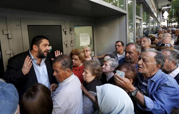 Manifestaciones de pensionistas a las puertas del Ministerio de Economía de Grecia