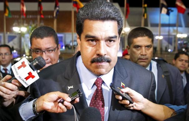 """Maduro pide ayuda a colombianos que llegaron """"huyendo de la miseria"""" para acabar con los paramilitares"""