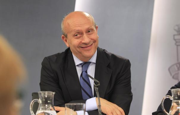 El Gobierno envía a Wert a la OCDE en París, donde se encuentra su mujer Montserrat Gomendio