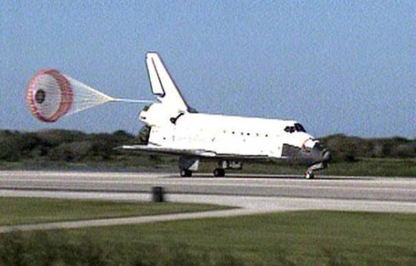El Atlantis vuelve a la tierra tras su último viaje espacial