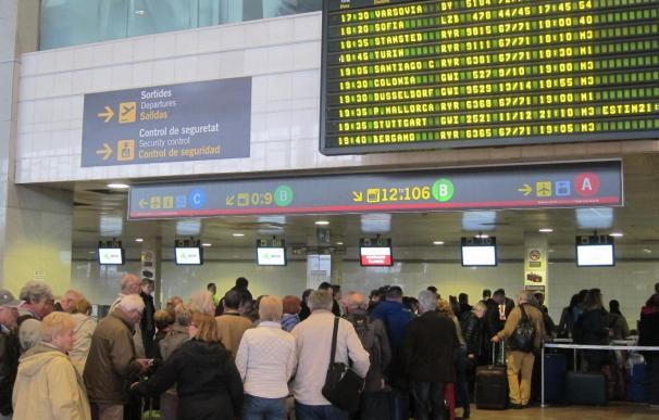Aterriza en Barcelona el avión con los restos de treinta víctimas del accidente aéreo