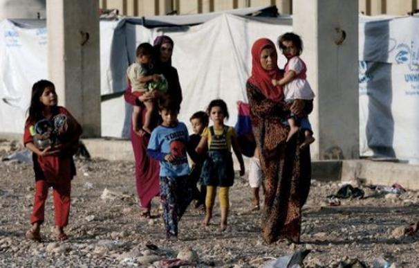 Mujeres yazidíes huyen de las atrocidades del Estado Islámico