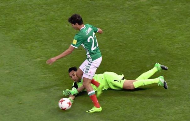 Keylor Navas en el partido ante México.