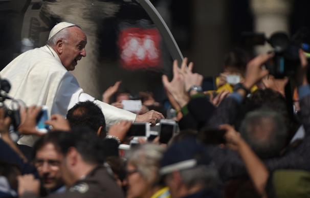 """El Papa dice que la Iglesia está hecha de pecadores y tiene que ser """"restaurada"""""""