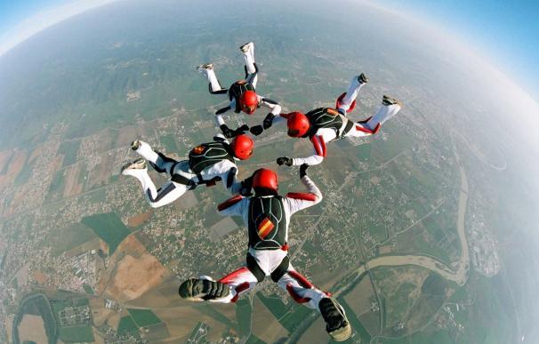 La Base Aérea de Alcantarilla acoge desde este lunes el Campeonato Nacional Militar de Paracaidismo