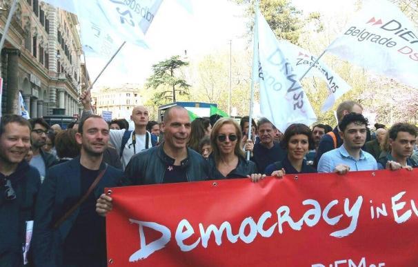 Arrancan las manifestaciones por una Europa diferente en Roma con Varoufakis a la cabeza