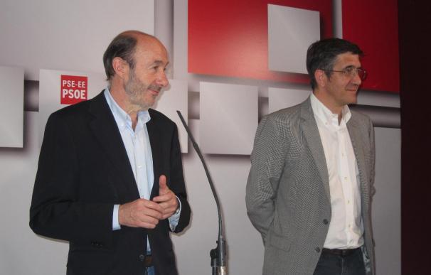 """Rubalcaba advierte de que la credibilidad de Bildu disminuye """"cada día en que no pide la disolución de ETA"""""""