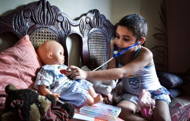 Cuban 6-year old cancer patient Noemi Bernardez, p