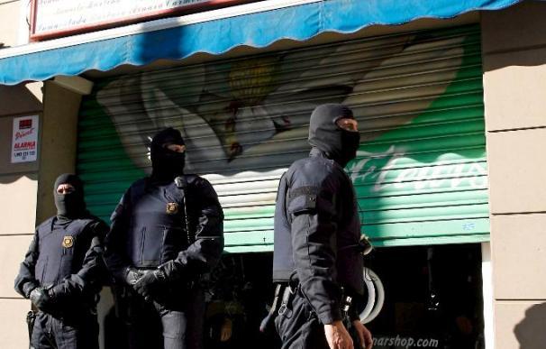 Los Mossos investigan la muerte de una madre y su hijo en un bar de Barcelona