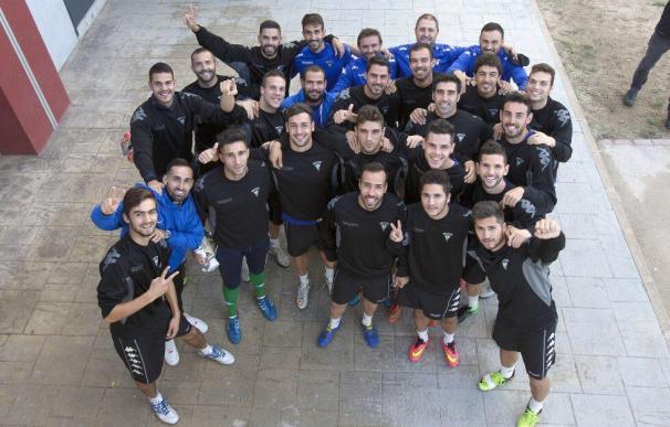 El equipo del Villanovense se conjura antes del partido ante el Barcelona