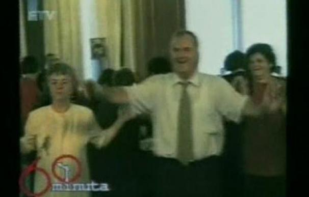 Un vídeo muestra al prófugo Mladic en bares y fiestas familiares
