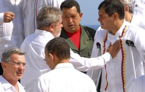 Una acalorada discusión de Uribe y Chávez evidencia diferencias