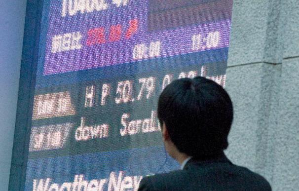 El Nikkei baja 48,37 puntos, el 0,47 por ciento, hasta los 10.352,10 puntos