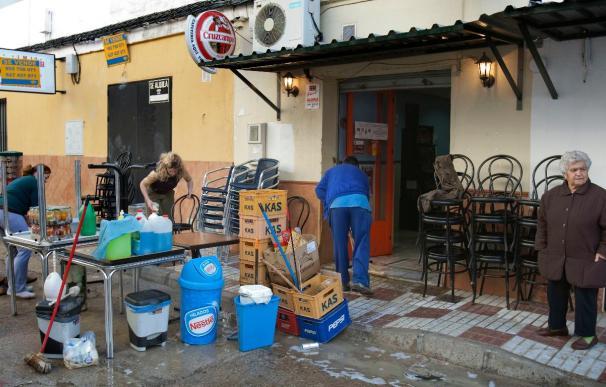 Desalojadas 50 viviendas de Lora del río (Sevilla) por la crecida del Guadalquivir