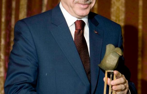 Detenido un joven de origen kurdo por arrojar un zapato al primer ministro turco