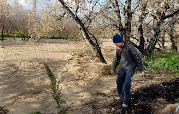 Se desborda el río en Las Infantas (Jaén) y se espera subida del Guadalquivir
