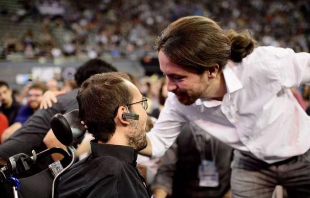 Iglesias, con Echenique, en la Asamblea fundacional de Podemos, el año pasado.