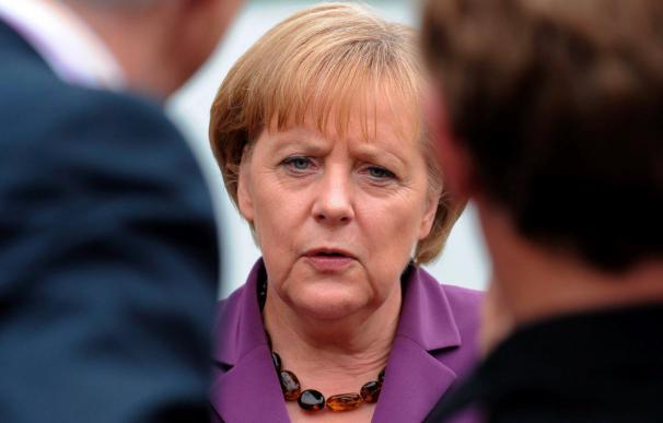 Los países industrializados aceptan recortar su déficit a la mitad para 2013, dice Merkel