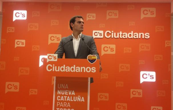 """Rivera avisa a Rajoy de que asegurar la unidad no basta """"para seducir a los catalanes"""""""