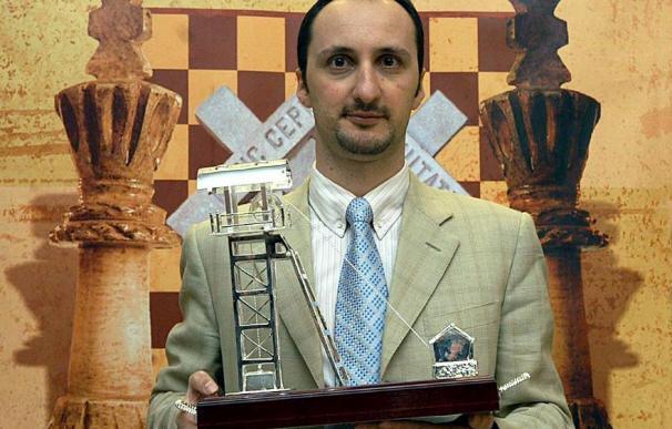 Topalov recibe la Cabria de Plata y 75.000 euros al ganar el Ciudad de Linares