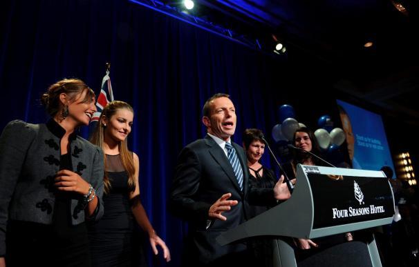 Los dos grandes partidos de Australia cortejan a los independientes para gobernar