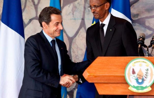 """El presidente francés admite """"errores políticos"""" de su país durante el genocidio de Ruanda"""