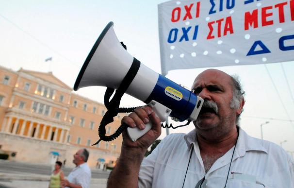 Nuevas protestas en Grecia paraliza el transporte marítimo y los trenes