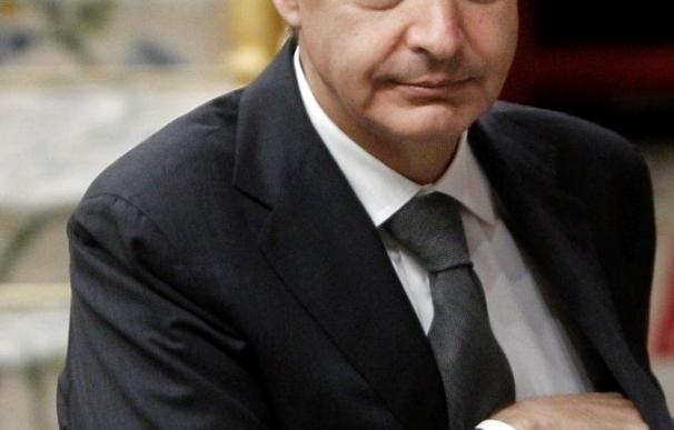 Zapatero promete buscar consenso en las pensiones pero la oposición no se fía