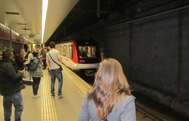 El Metro registra congestiones y un 25% menos de usuarios entre las 7 y las 9 por la huelga