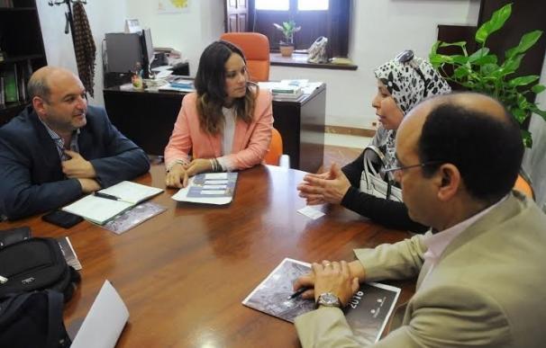 El Palacio de la Merced acoge la visita de una delegación de Chefchaouen