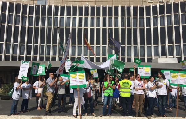 Profesionales de Urgencias del Hospital de Valme celebran este miércoles su tercer día de huelga