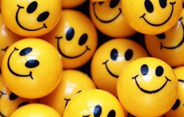 Los españoles asocian la felicidad al bienestar económico.