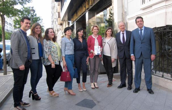 """Aguirre avisa de la """"encrucijada"""" en la que se encuentra España por la crisis y el """"desafío"""" independentista"""