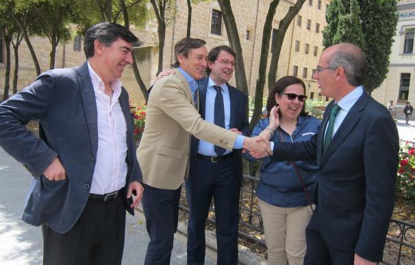 """Rafael Hernando critica las """"posturas infantiloides"""" de quienes piden un veto a Rajoy como candidato"""