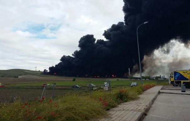 El incendio del cementerio de ruedas que afecta a territorio de C-LM estará extinguido antes del miércoles, según Page