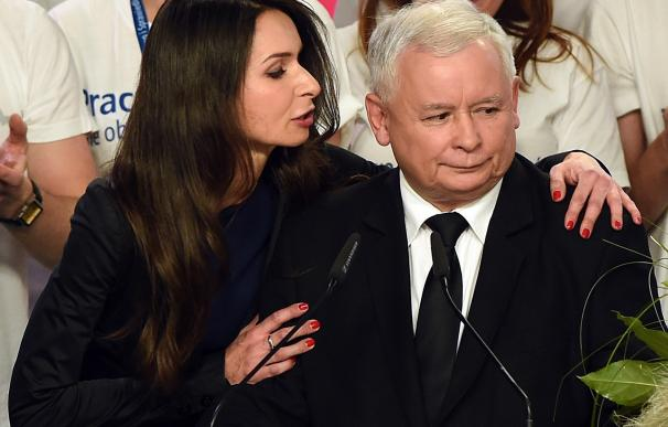 Jaroslaw Kaczynski (R), leader of the conservative
