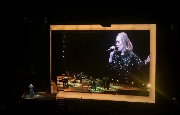 Una arrolladora Adele cautiva en el Sant Jordi con la primera de sus dos citas en Barcelona
