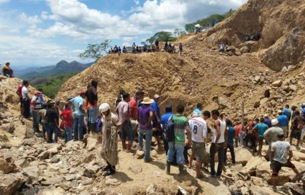 Recuperan el cadáver de un segundo minero atrapado dos semanas después del derrumbe de la mina de Cuculmeca