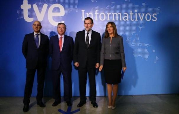 """Rajoy dice que no sabe si Aznar participará en la campaña pero asegura que es un """"activo importante"""" del PP"""