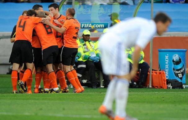 2-1. Robben y Sneijder meten a Holanda en cuartos a costa de una tímida Eslovaquia